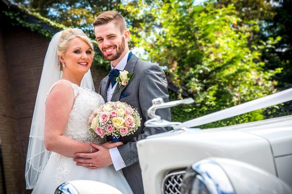bride-groom-car-wedding-photograph