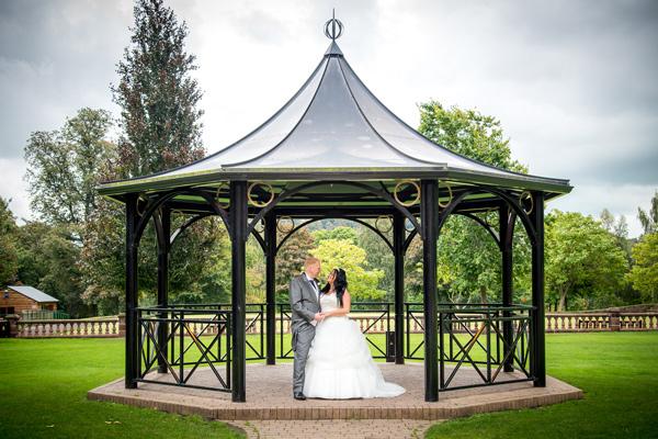 bride-groom-wedding-photo-walton-hall